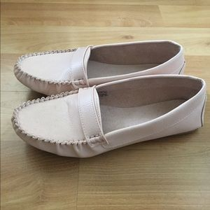NEW Cute and Comfy Blush Loafers. Size: 8